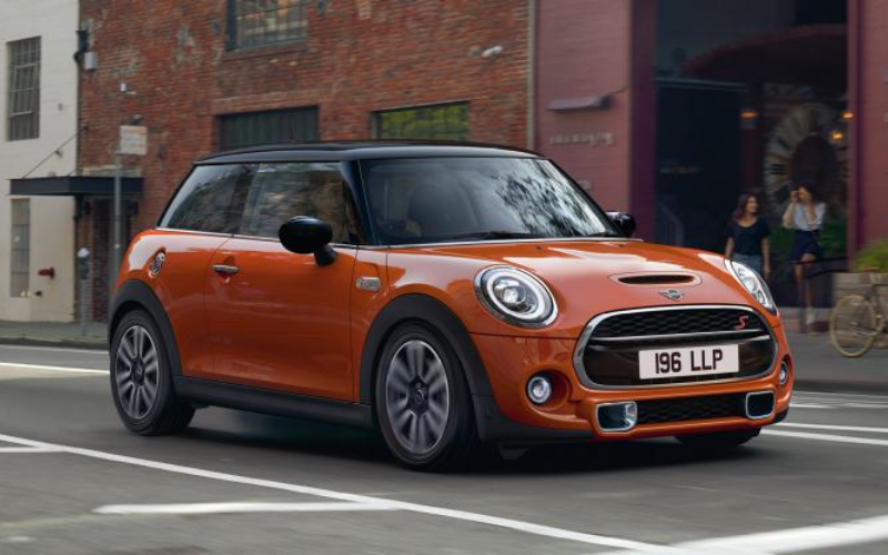 5 Reasons The MINI Hatchback Makes A Great First Car
